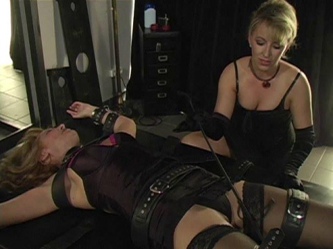 Latex Rubber - Anikka Popping - Domination HD