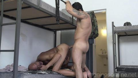 Meninos OnLine - Exxxercito Fodendo o Soldado