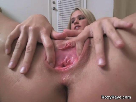Blonde Maria knows what can her pussy