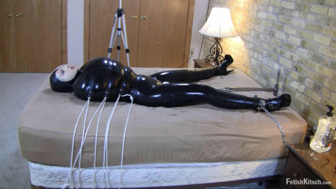 Her lovers return by squeezing herself into her tightest latex catsuit