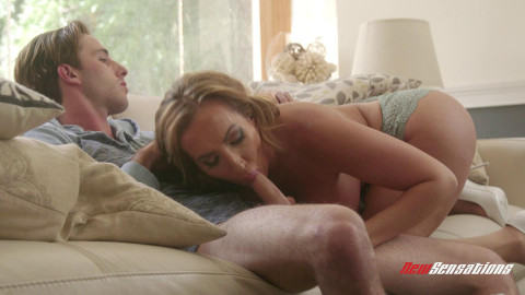 Lucas Frost, Richelle Ryan - Hot Mommy Richelle Thanks Her boy For The Help FullHD 1080p