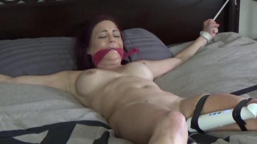 BDSM Sarah Bed Convict