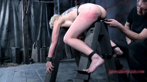 BDSM Squirting Fountain Featuring Niki Nymph