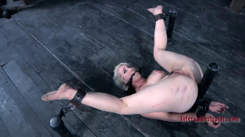 BDSM Squirting Fountain Featuring Niki Nymph