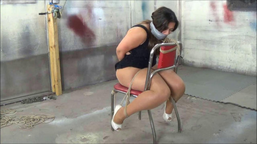 BDSM vanessa in chair