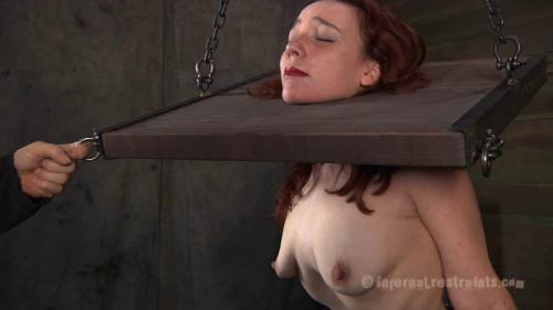 BDSM Cangue - Maggie Mead