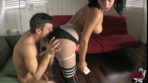 Femdom and Strapon Veronica gives the sweet dick