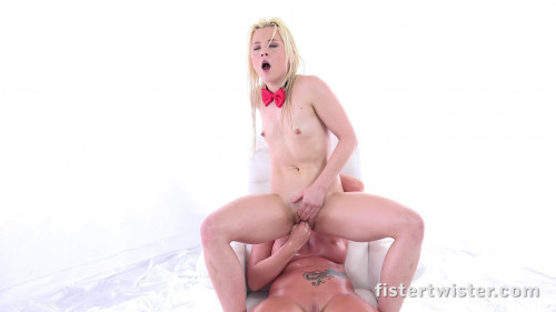 Fisting and Dildo Anna Ray and Lucia Denvile