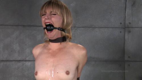 BDSM Mona Wales