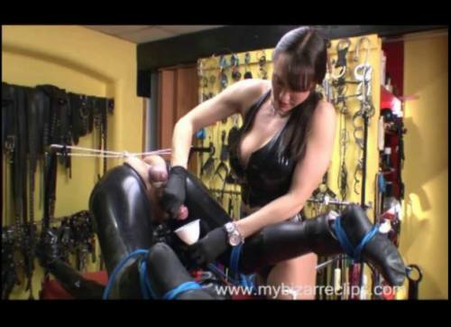 Femdom and Strapon Flexible part 1-2