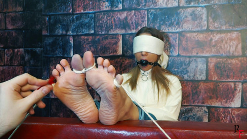 BDSM HD Bdsm Sex Videos Ameliya long tickle torture with tied toes in different positions