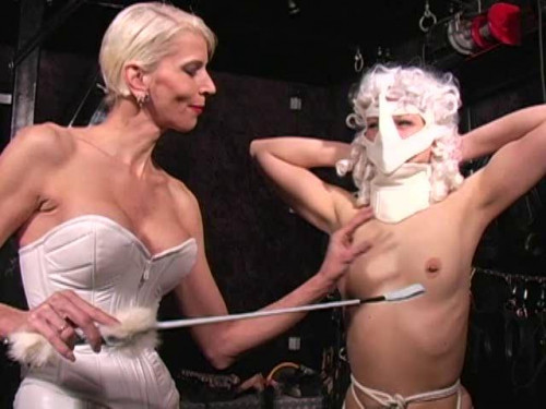 Femdom and Strapon Latex Rubber - Hurenerziehung Bullwhipping - Domination HD