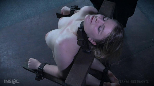 BDSM Pussy Hook Promotes a Squirting Success
