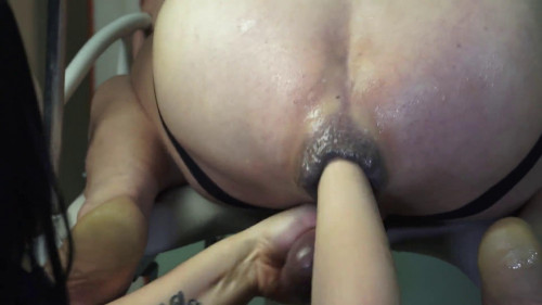 Femdom and Strapon Amateur domina Bella