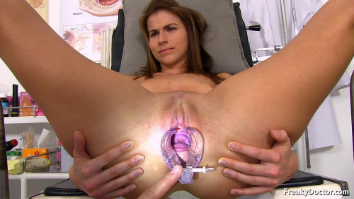 Fisting and Dildo Paola Mike - 27 years girls gyno exam HD-720p