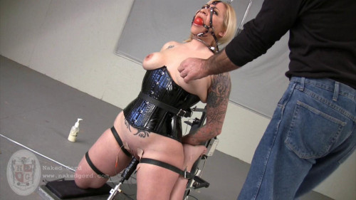BDSM Iridal Naked on the Ommph