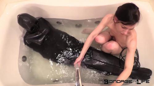 BDSM Latex Slippery When Wet Rachel Greyhound, Elise Graves