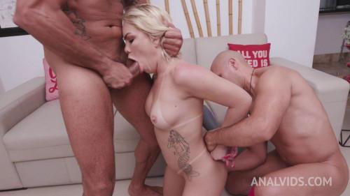 Young brazilian slut Ravena Tequila gets her first DP 720p