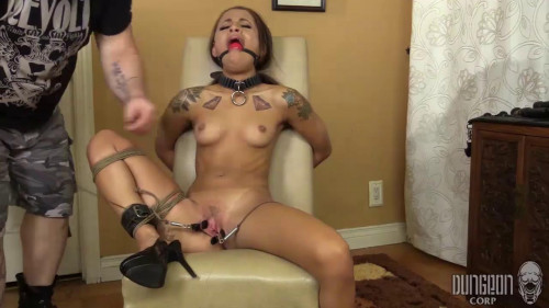 BDSM Holly Hendrix Enduring Painful Beauty (2017)