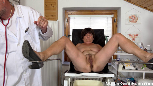 Old senior cunt gets examined and made to cum in gyno chair
