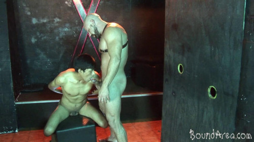 Gay BDSM focused on bondage