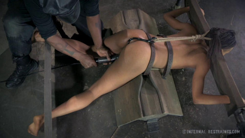 bdsm Nikki Darling - The Little Whore That Could