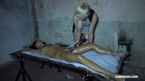 BDSM Daphne Klyde in a uncomfortable situation