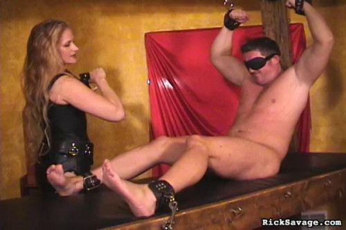 Femdom and Strapon Submit To Mistress Amberle
