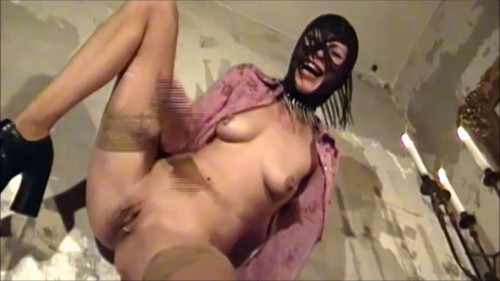 Fisting and Dildo Bitch in latex mask on his head fuck yourself huge dildo