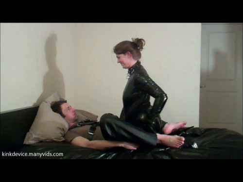 Femdom and Strapon Kinkdevice amanda returns with bonus hj footage