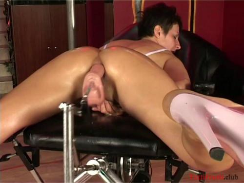 Sex Machines Ildiko hard anal fuck with a sexmachine (2017)