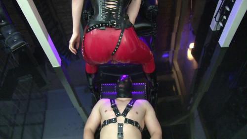 Femdom and Strapon Mistress Blackdiamoond