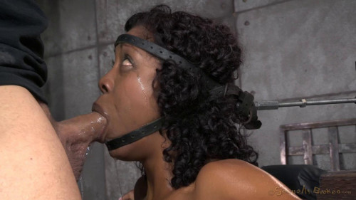 bdsm Deep throat expert Lotus Lain sybianed while bolted into the blow job machine