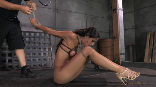bdsm Lyla Storm brutally bound in strict strappado