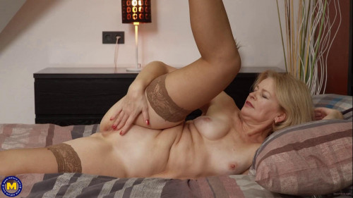 MILF Diana is back to make us all go wild over her hot body