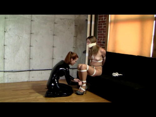 BDSM Latex Catburglar Gives Star Seconds