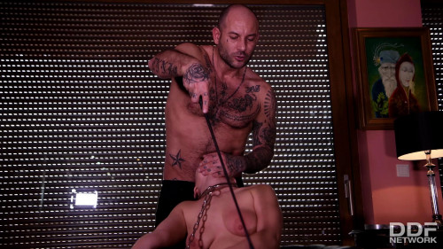 BDSM Nelly Kent - Submissive in Chains