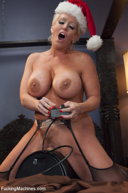 Sex Machines Happy Holidays From The Crotches Of Babes! Sybian Bonus