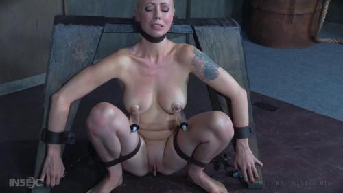 BDSM Submissive Cutie Cums Until She Comes Undone