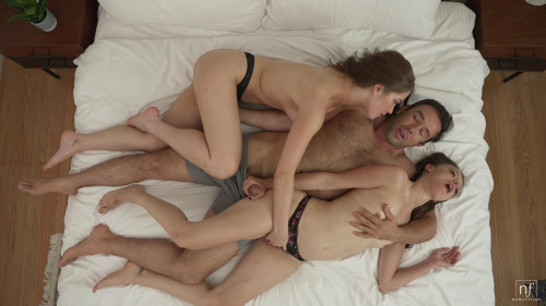 Evelyn Claire, Izzy Lush - Erotic Threesome (2021)