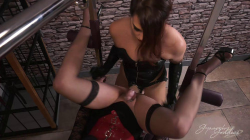 Femdom and Strapon Ruthlessly Stretched
