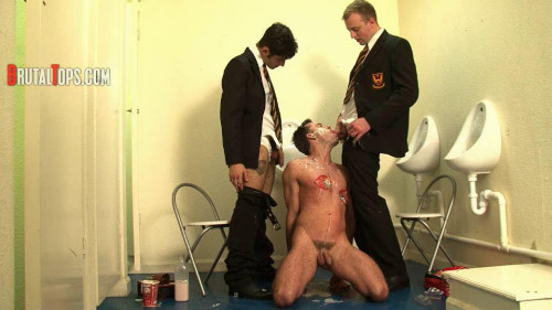 Gay BDSM Session 299 : Master Edward and Master Lucas
