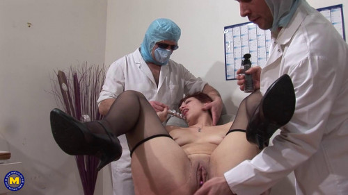 Fisting and Dildo Double fisted at the gynecologist