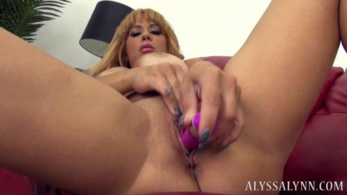 Fisting and Dildo Alyssa Lynn  Using Her Vibrator