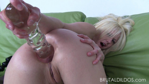 Fisting and Dildo Babe floor hands in an anus vanishes