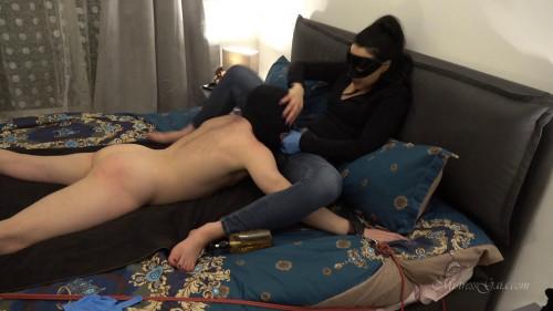 Femdom and Strapon Ass Fuckin Burglar
