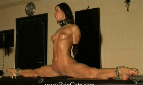 BDSM Do the splits