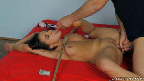 bdsm Henessy - The Crazy Chix Show