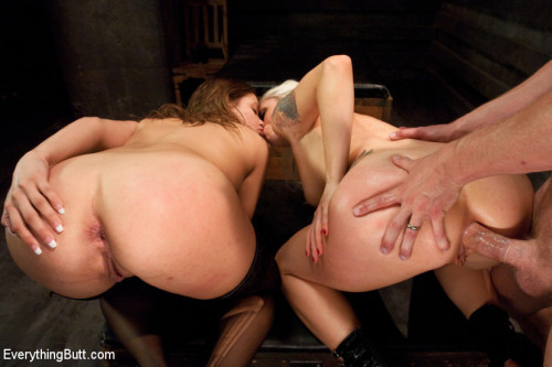 BDSM Come Out and Play: Ashlynn Leigh