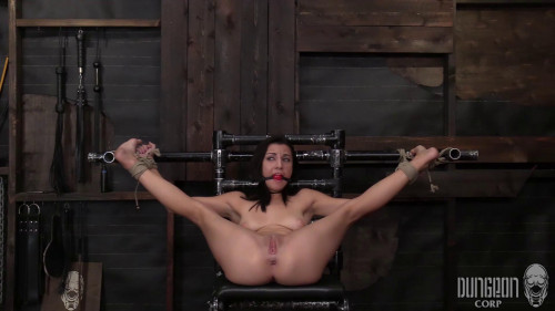 BDSM Causing her to squirm and tremble
